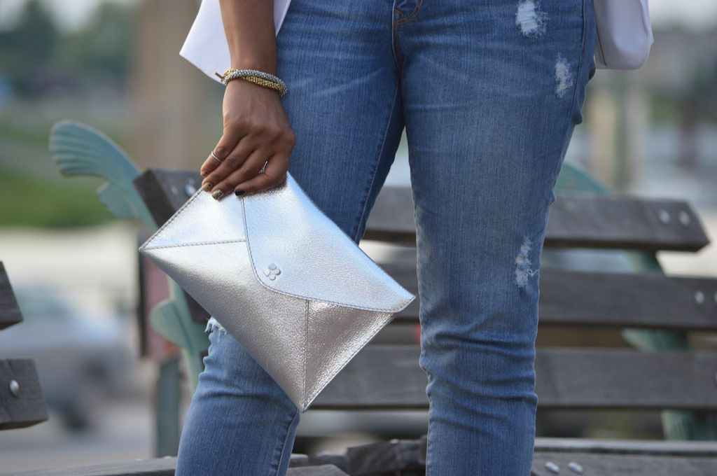 silver-clutch-boyfriend-jeans
